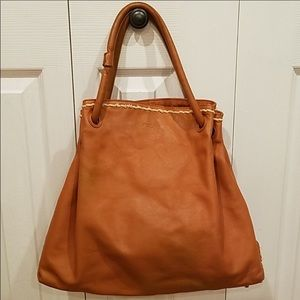 Fuels tote perfect for fall